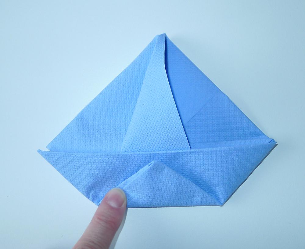 Pliage de serviette de table en forme de bateau de voilier r aliser un voilier avec une - Pliage serviette bateau ...