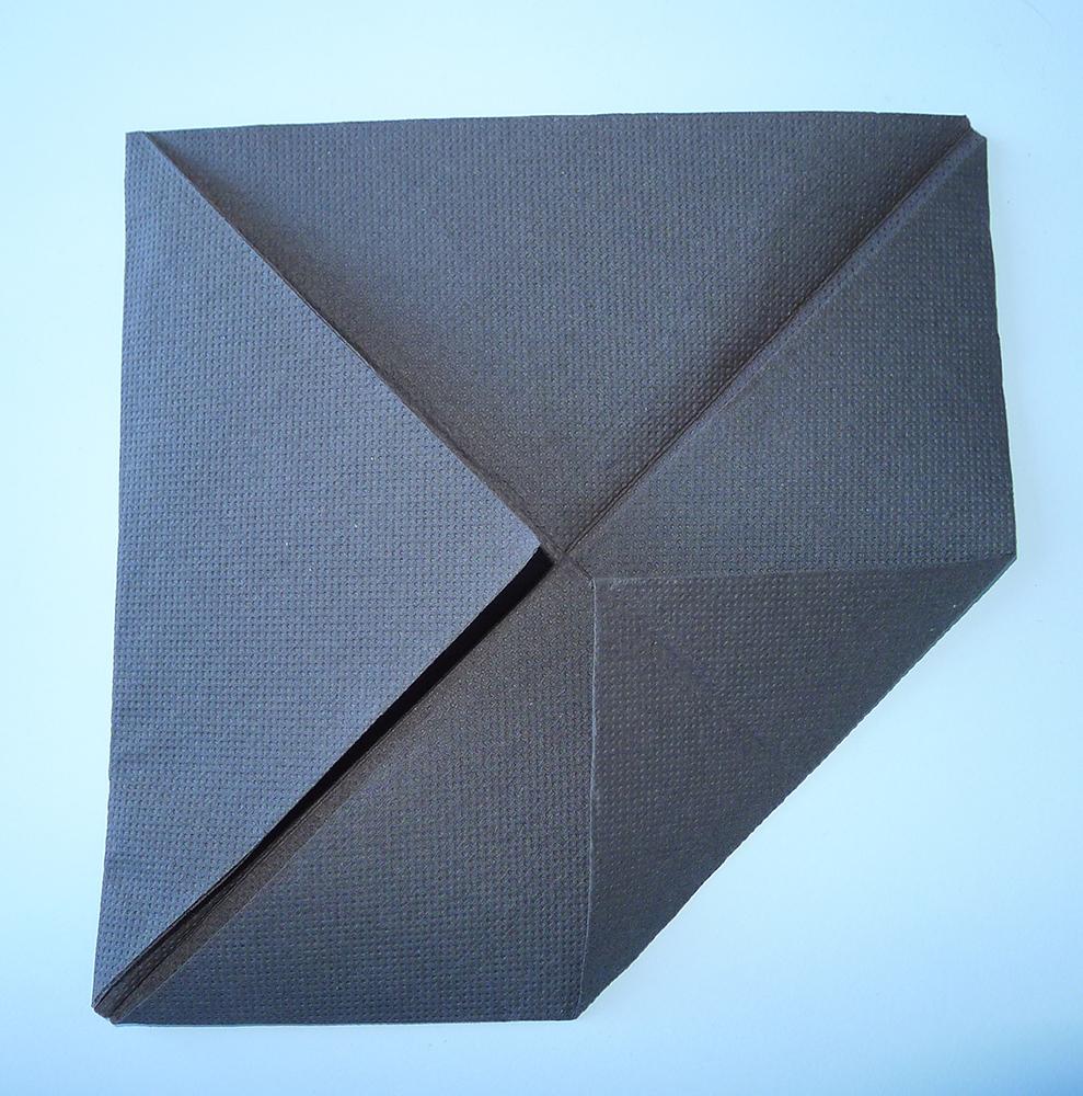 pliage de serviette de table en forme de cocotte en papier r aliser une cocotte pour votre. Black Bedroom Furniture Sets. Home Design Ideas