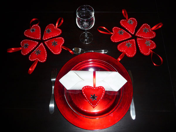 Set de table en feutrine d coration de maison contemporaine for Decoration porte st valentin