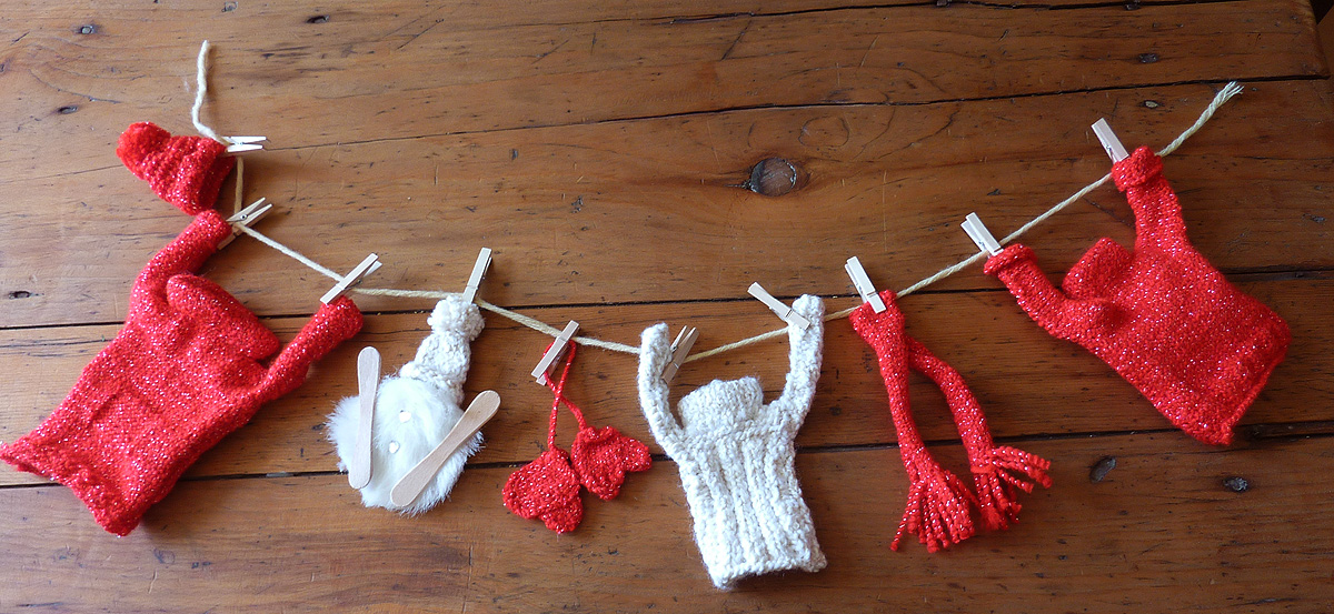 Deco de noel en laine 14 tricoter des mini pulls en for Mini sapin de noel decore