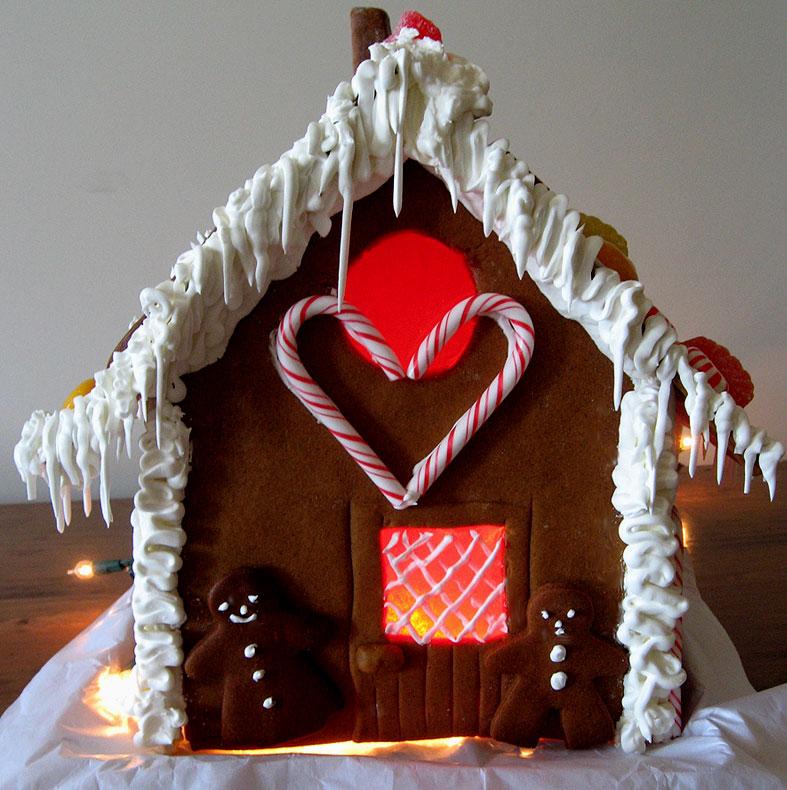 Maison En Pain D Epices Avec Vitraux En Bonbons De Noel Gastronomie
