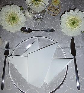 Pliage de serviette de table en forme de colombe r aliser une colombe avec u - L art de plier les serviettes de table ...