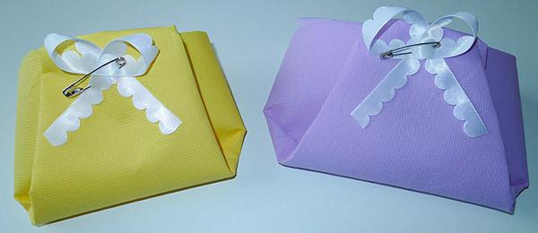 Pliage de serviette de table en forme de couche culotte baby shower bapt me naissance l 39 art - Pliage serviette bapteme fille ...