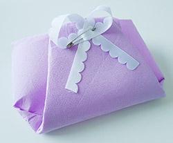 Pliage de serviettes de table en papier pliage de papier origami deocration de table plier - Pliage serviette bapteme fille ...