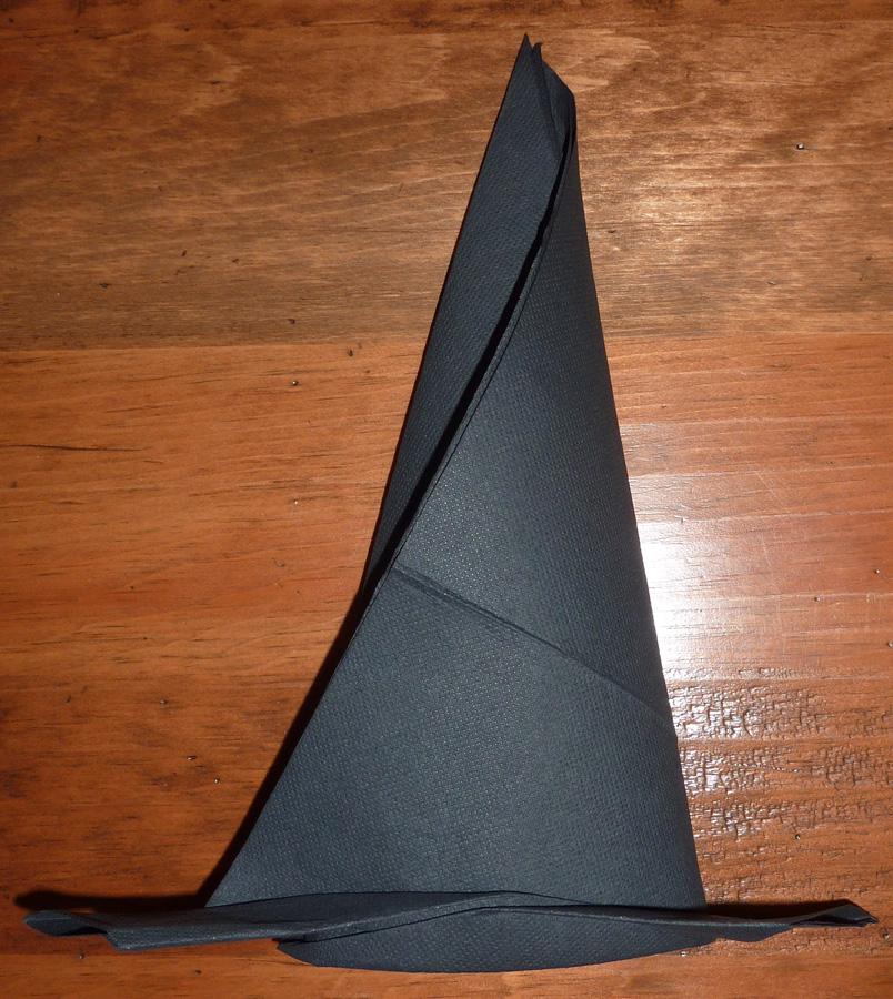 Bien connu Pliage en papier réaliser un chapeau de sorciere avec une  ER88