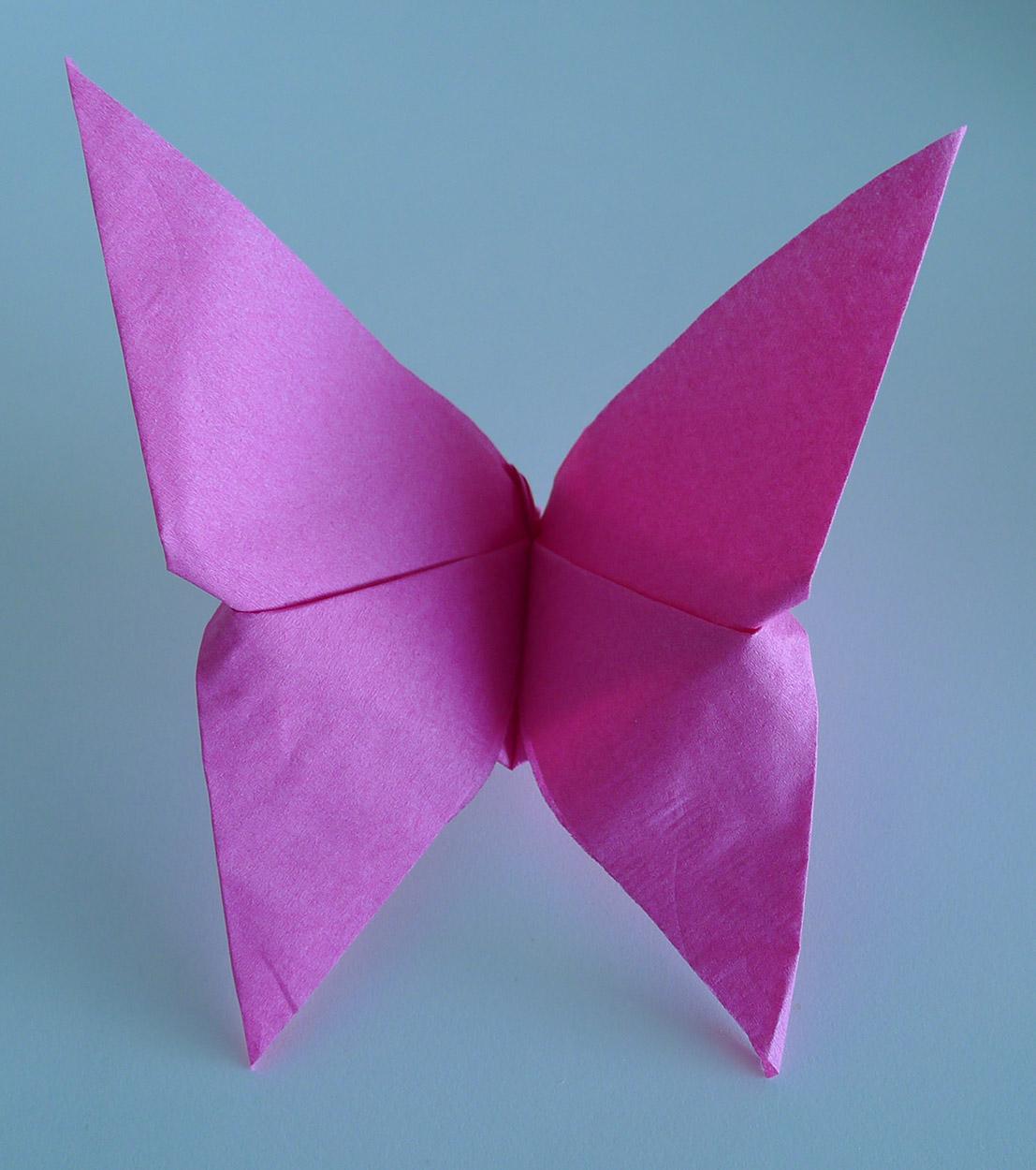 Pliage De Serviette De Table En Forme De Papillon Réaliser
