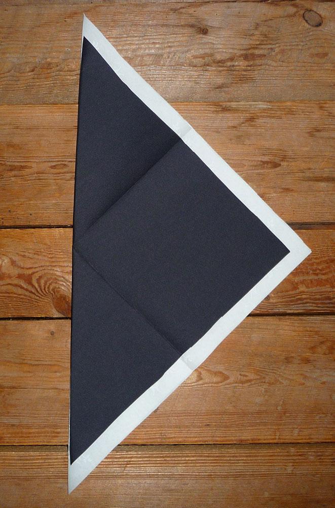 Pliage de serviette de table en forme de feuille de palmier plier une servie - Pliage serviette forme feuille ...