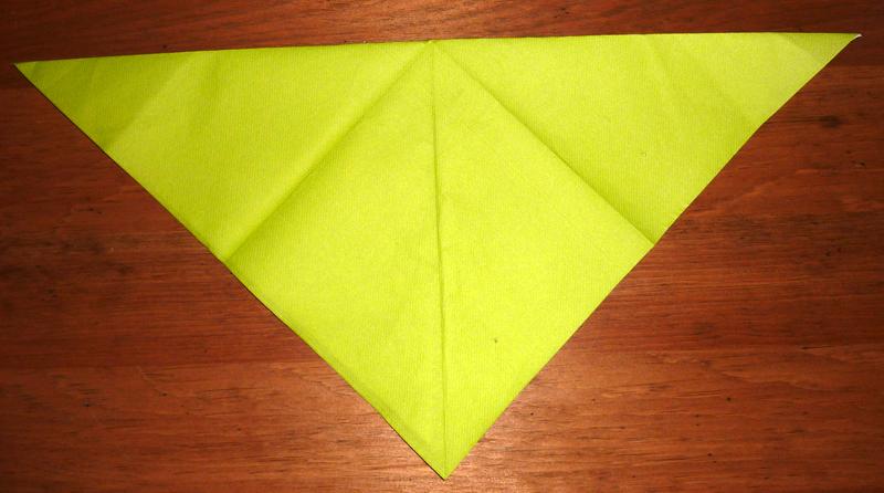 Pliage serviette en papier fleur de lotus 2 couleurs - Comment plier une serviette en papier en forme de coeur ...