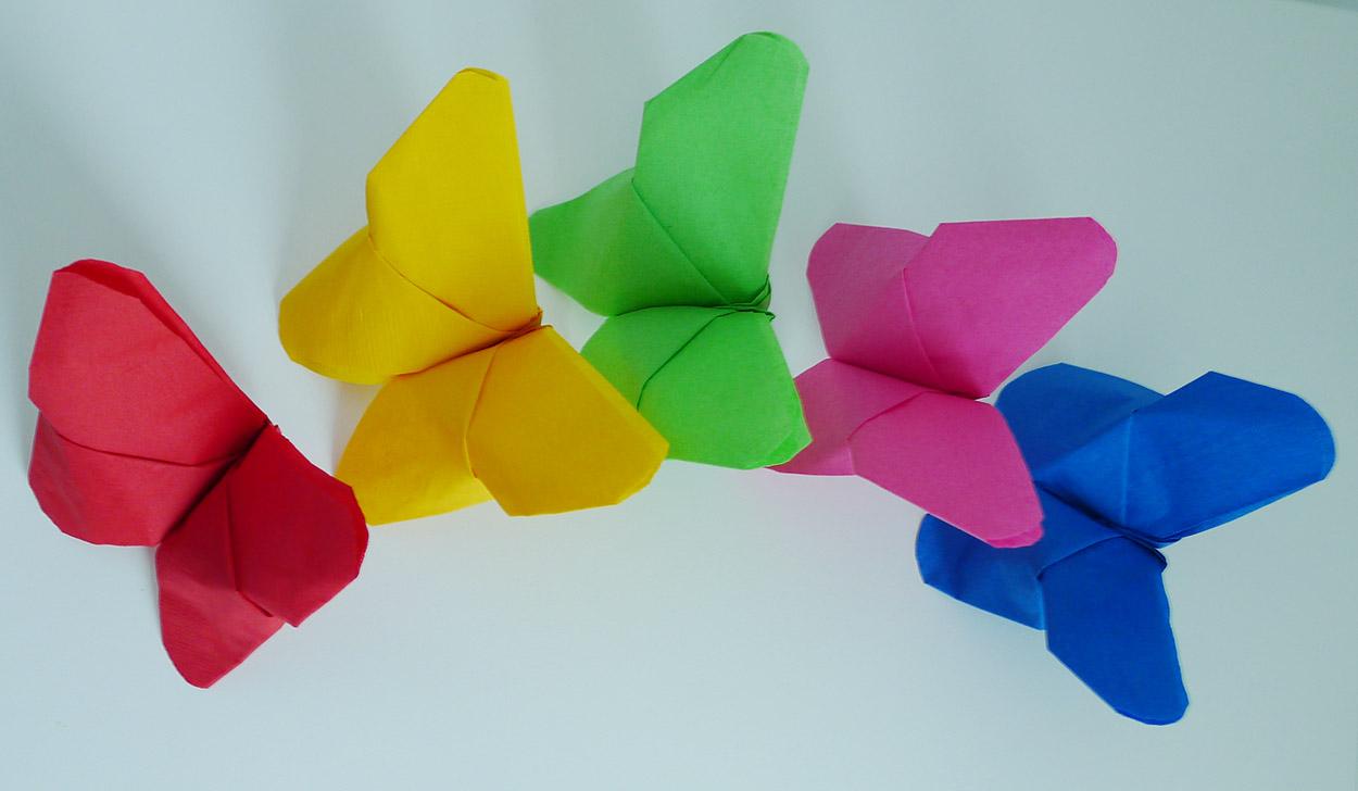 pliage de serviette de table en forme de fleur tropicale un oiseau du paradis r aliser un. Black Bedroom Furniture Sets. Home Design Ideas