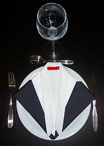 pliage en papier r aliser un smoking ou costume du soir pliage de serviette de table en papier. Black Bedroom Furniture Sets. Home Design Ideas