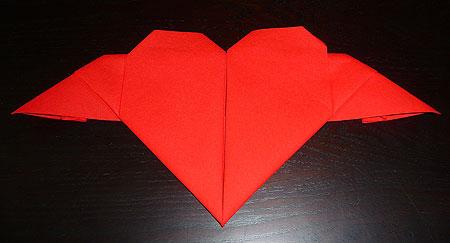 Pliage de serviette en papier plier une serviette en coeur volant en papier p - Pliage serviette en coeur ...
