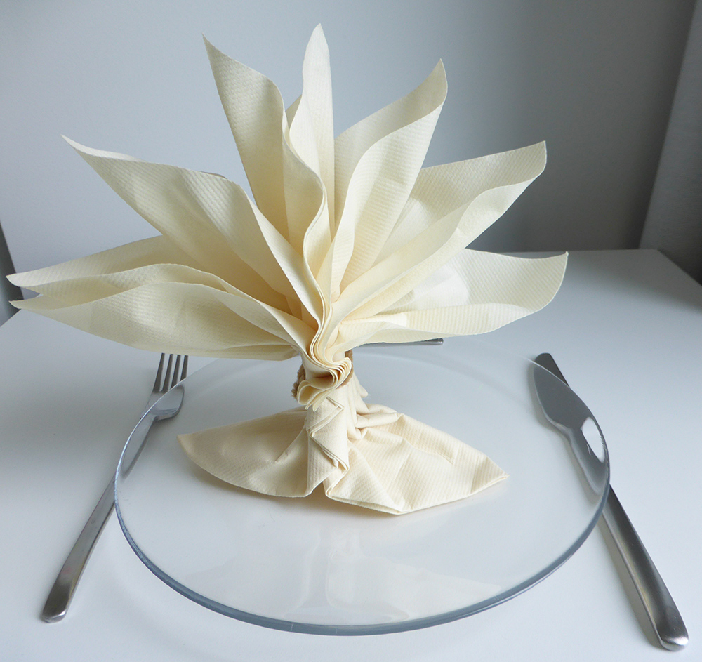 Origami serviette de table fashion designs - Pliage des serviettes de table en papier ...