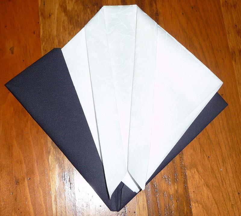 comment plier une serviette de table en papier en forme de. Black Bedroom Furniture Sets. Home Design Ideas