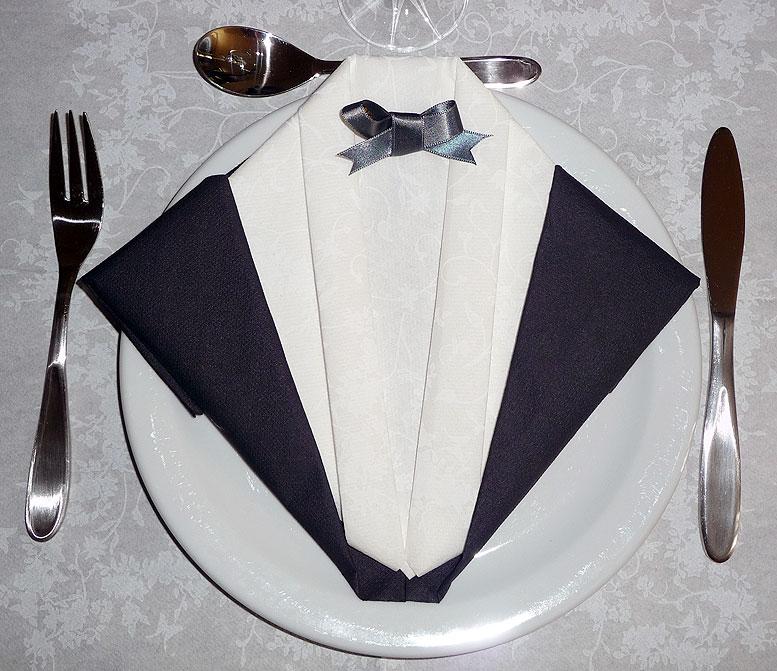 Pliage en papier r aliser un smoking ou costume du soir pliage de serviette - Pliage de serviettes 2 couleurs ...