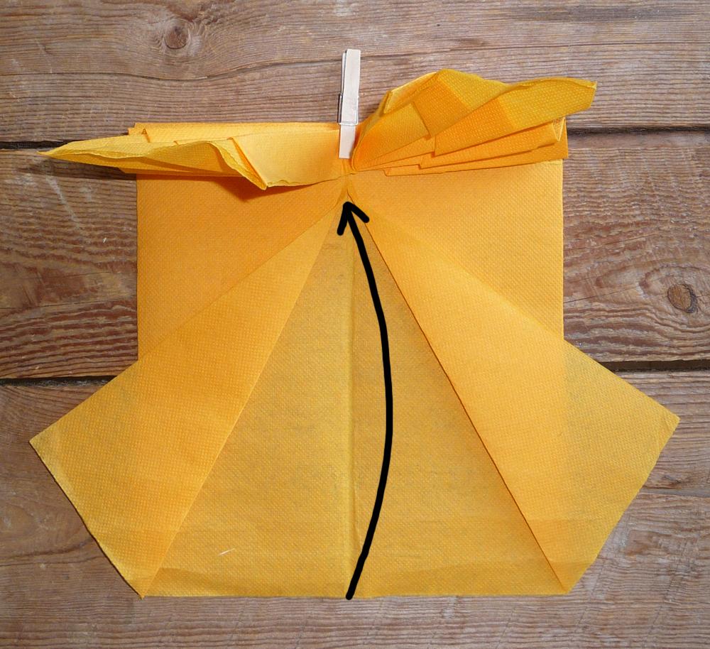 pliage de serviette en papier en forme de papillon pliage en papier d 39 un papillon origami. Black Bedroom Furniture Sets. Home Design Ideas