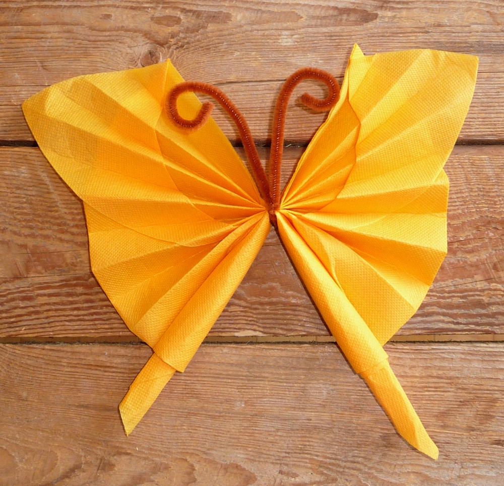 pliage de serviette en papier en forme de papillon, pliage en papier d'un papillon ,origami ...