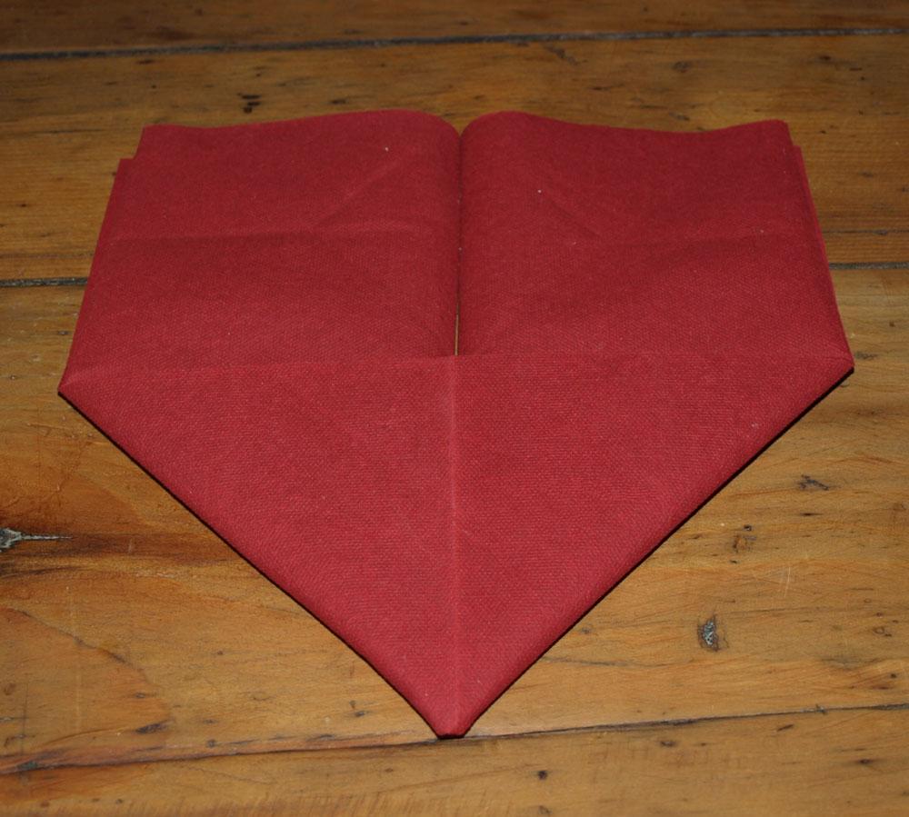 Pliage En Papier Realiser Un Coeur En Papier Pliage De Serviette De