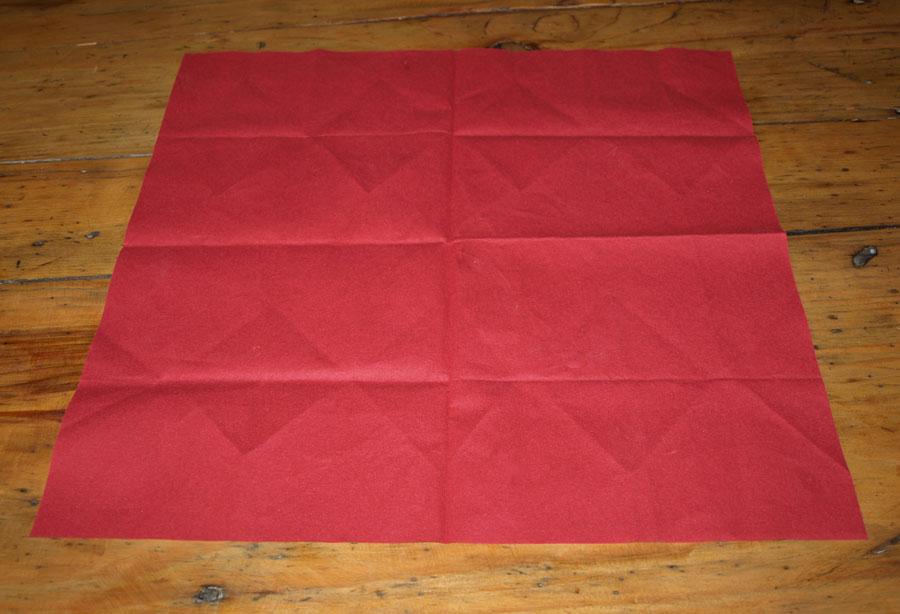 Pliage serviette noel un pliage de serviette de no l - Sapin en serviette en papier ...