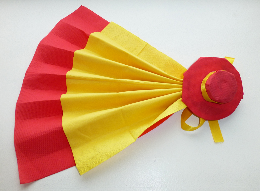 Top Pliage de serviette de table en forme d'éventail avec son sombrero  UR85