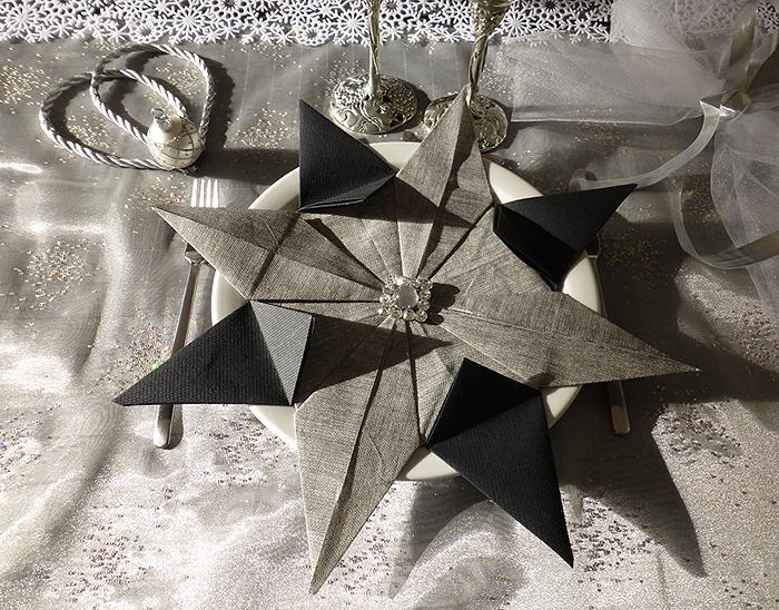 pliage de serviette de table en forme d 39 toile etoile en papier origami napkin folding. Black Bedroom Furniture Sets. Home Design Ideas