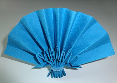 pliage en papier r aliser un ventail double plis pliage de serviette de table en papier en. Black Bedroom Furniture Sets. Home Design Ideas