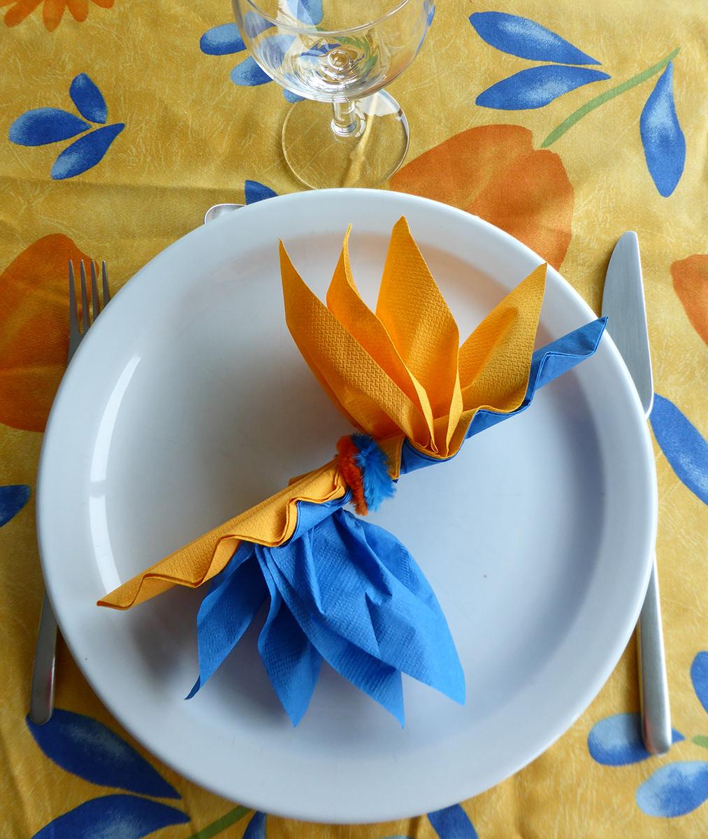 pliage de serviette en papier en fleur d 39 oiseau du paradis. Black Bedroom Furniture Sets. Home Design Ideas