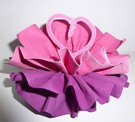Pliage de serviette de table en forme de fleur de pivoine r aliser une pivoine avec une - Pliage papier fleur ...