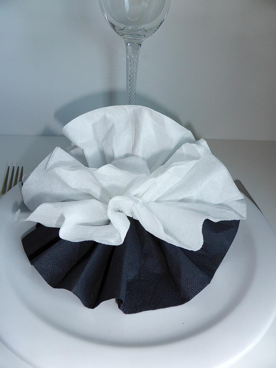 Pliage De Serviette De Table En Forme De Fleur De Pivoine Realiser Une Pivoine Avec Une Serviette En Papier L Art Du Pliage De Serviettes De Table Decoration De Table Recettes De