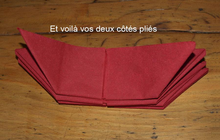 pliage en papier r aliser un poinsettia avec une serviette en papier decoration de table de. Black Bedroom Furniture Sets. Home Design Ideas