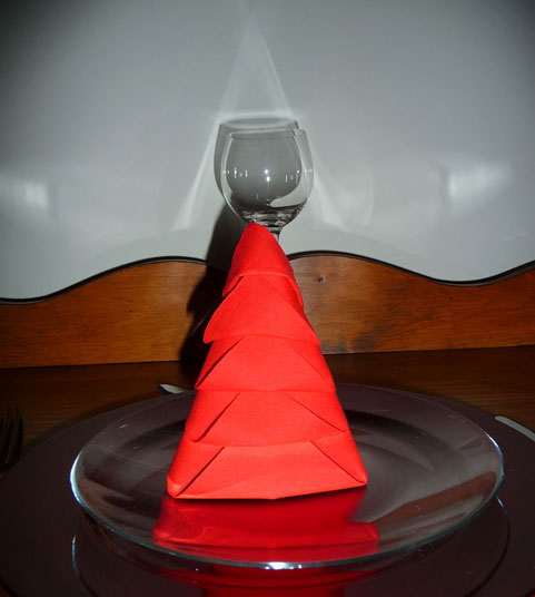 Diy pliage de serviette version sapin de no l lps for Pliage de serviette de table pour noel