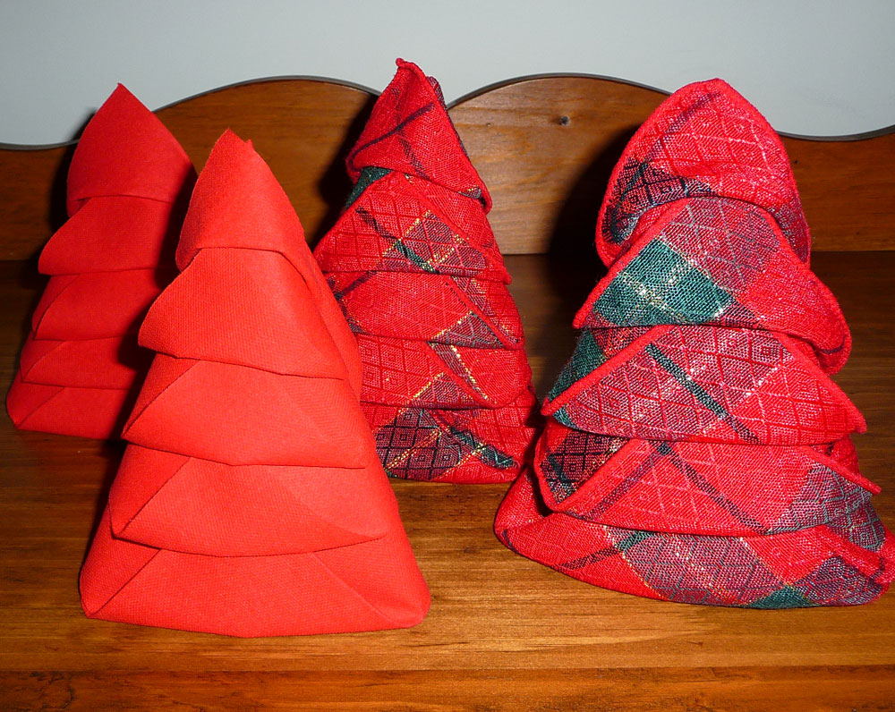 origami sapin de noel serviette maison design. Black Bedroom Furniture Sets. Home Design Ideas