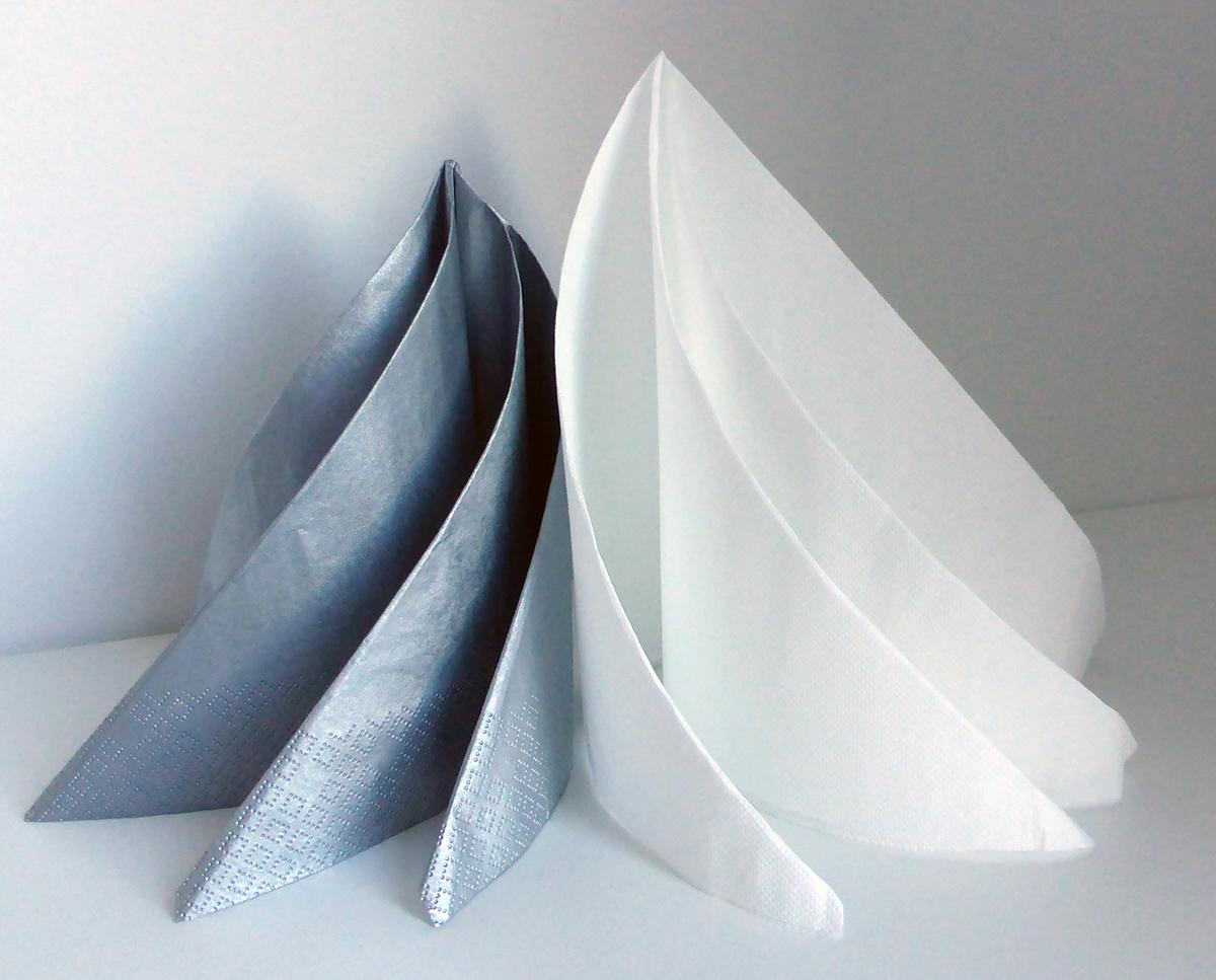 pliage de serviette en forme de sapin video. et prendre la pointe en