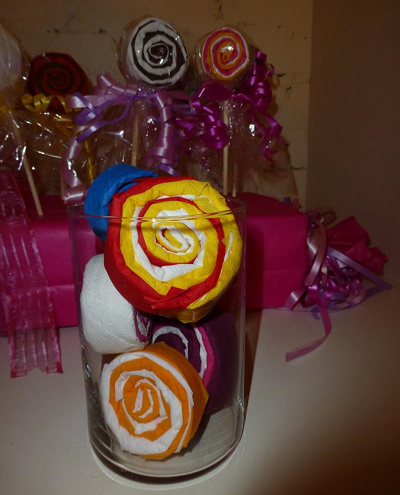 R aliser une sucette lollipop en papier pliage de serviette en papier en for - Pliage serviette pour verre ...