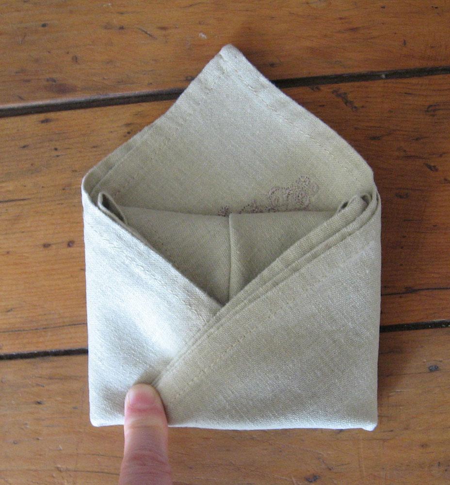 Pliage de serviette de table r aliser un sac main avec - Pliage de serviette de table en tissu ...