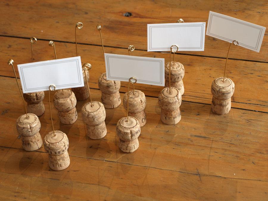 porte noms avec des bouchons de champagne pour noel recettes de cuisine et traditions en. Black Bedroom Furniture Sets. Home Design Ideas