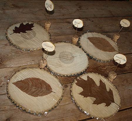 Plateau de fromages en bois avec porte noms pr par s avec for Porte nom de table noel