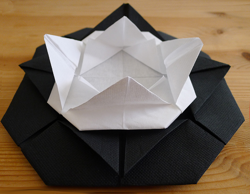 Pliage de serviette de table en forme de cam lia cam lia en papier origami - Origami serviette de table ...