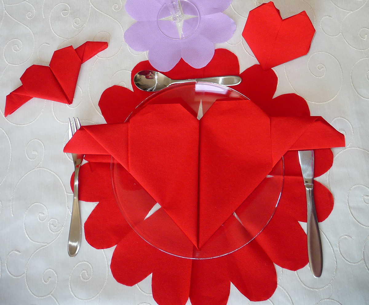 Table de saint valentin pliage de coeur pour la saint valentin decoration d - Decoration st valentin ...