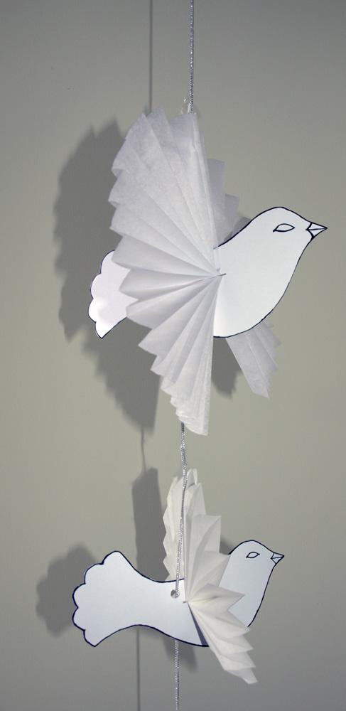 Recette et bricolage de la colombe de p ques colombe en for Decoration en papier facile
