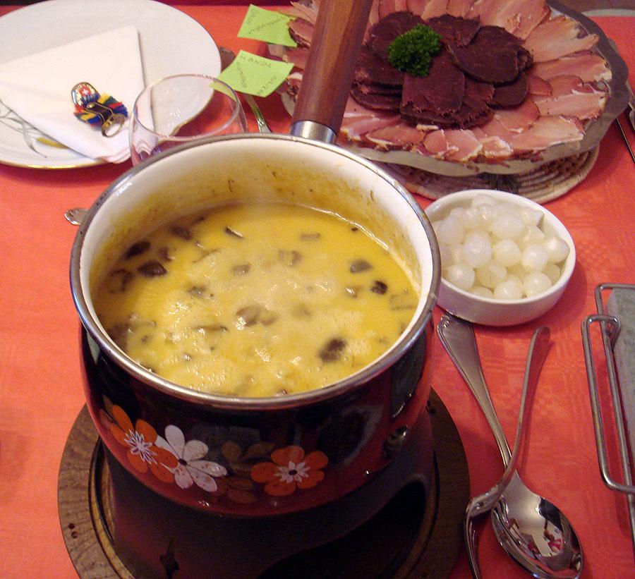 La fondue suisse et la raclette suisse suisse recettes gastronomie recettes de cuisine et - Alcool a bruler fondue ...