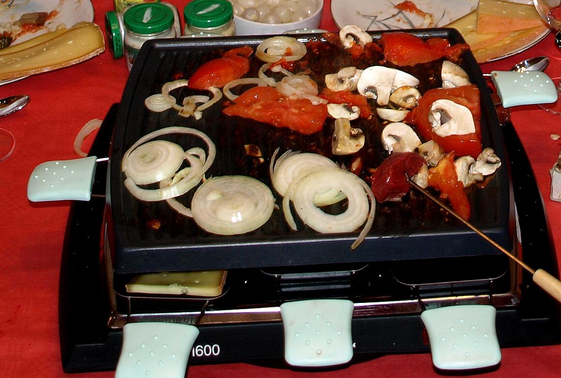 La fondue suisse et la raclette suisse suisse recettes for Ambiance cuisine geneve